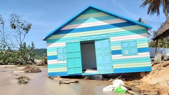 Đoạn bờ biển Phú Quốc tan hoang sau hai trận ngập lịch sử - Ảnh 7.