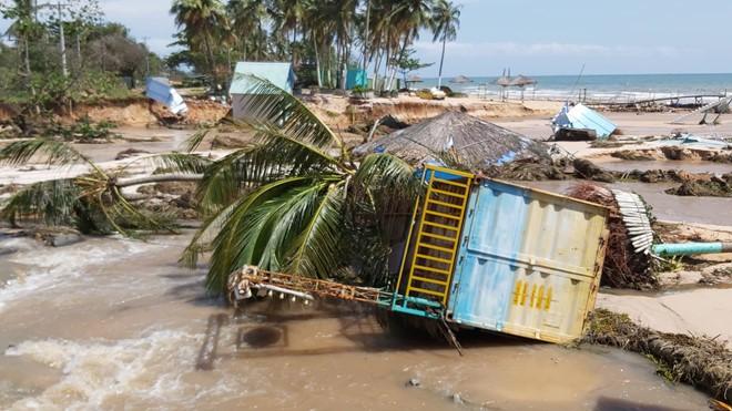Đoạn bờ biển Phú Quốc tan hoang sau hai trận ngập lịch sử - Ảnh 9.