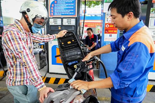 Giá xăng có thể giảm tiếp vào ngày mai - Ảnh 1.