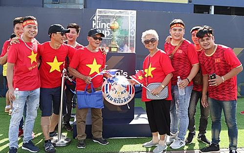 Tour đi Thái Lan xem vòng loại World Cup đắt khách - Ảnh 1.