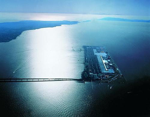 Siêu sân bay 20 tỷ USD nổi lên giữa biển ở Nhật Bản - Ảnh 1.