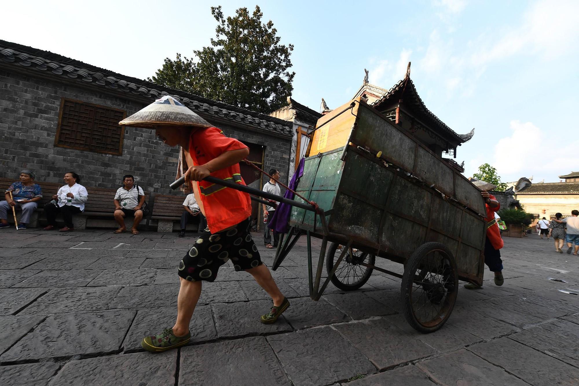 Phuong Hoang co tran va bi mat thu hut khach du lich quanh nam hinh anh 10