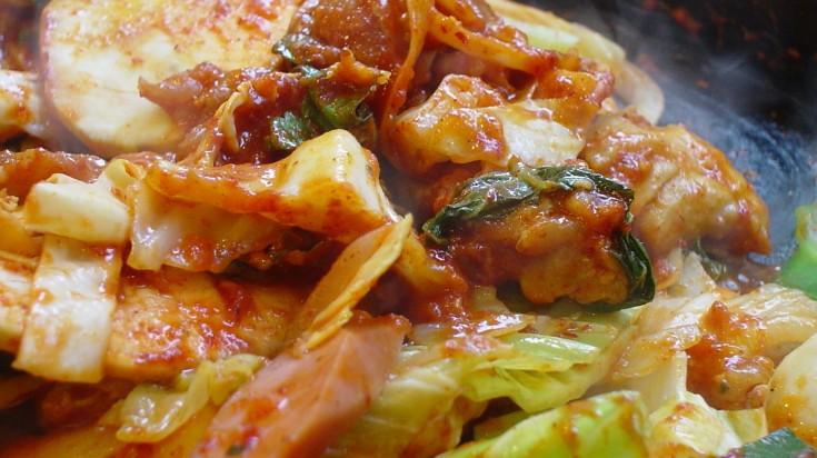 seoul-street-food-dakgalbi-1533292801-735X412