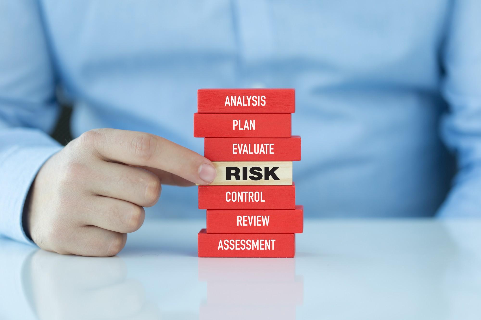 Kết quả hình ảnh cho rủi ro pháp lý là gì