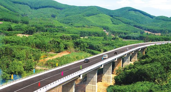 Bộ trưởng Nguyễn Văn Thể: Chặn ngay nhà thầu yếu vào cao tốc Bắc - Nam - Ảnh 2.