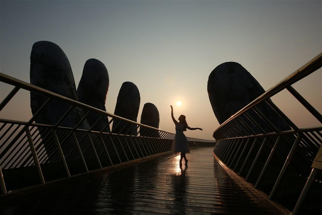 Cầu Vàng và những khoảnh khắc đẹp xuất thần - Ảnh 5.