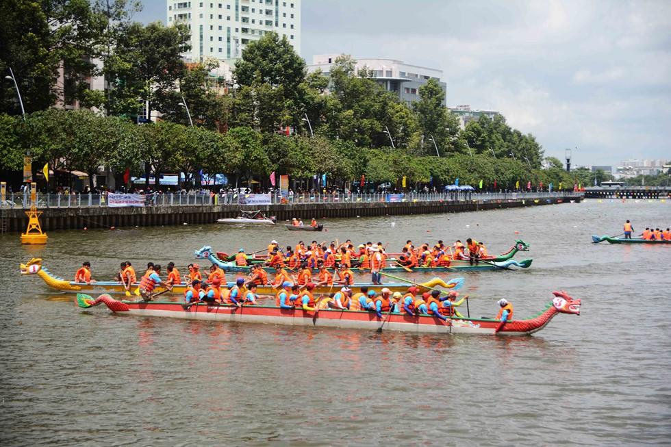 Người Sài Gòn 'nằm mơ cũng không nghĩ' kênh 'thúi' Nhiêu Lộc xưa nay đã bơi thỏa thích - Ảnh 2.