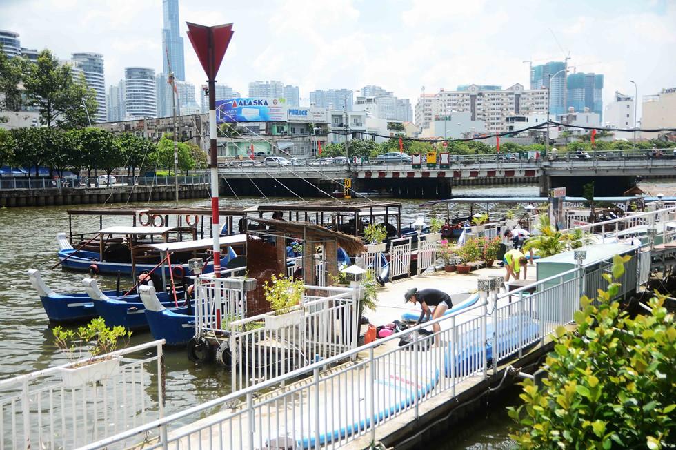 Người Sài Gòn 'nằm mơ cũng không nghĩ' kênh 'thúi' Nhiêu Lộc xưa nay đã bơi thỏa thích - Ảnh 7.