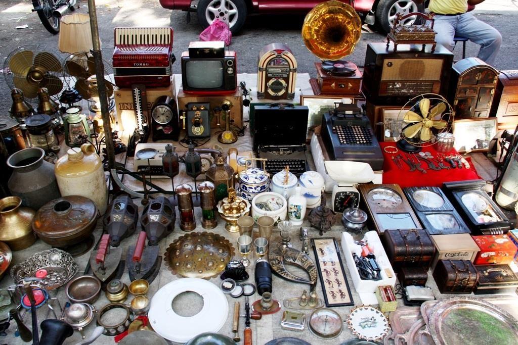 'Chợ kẻ cắp' và những khu mua sắm nổi tiếng ở Bangkok - Ảnh 1.