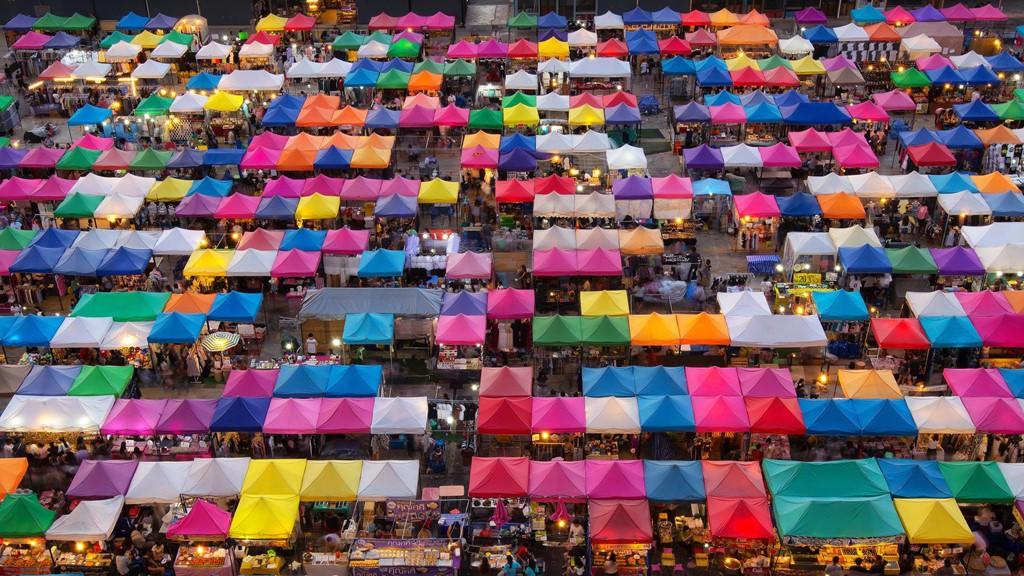 'Chợ kẻ cắp' và những khu mua sắm nổi tiếng ở Bangkok - Ảnh 2.