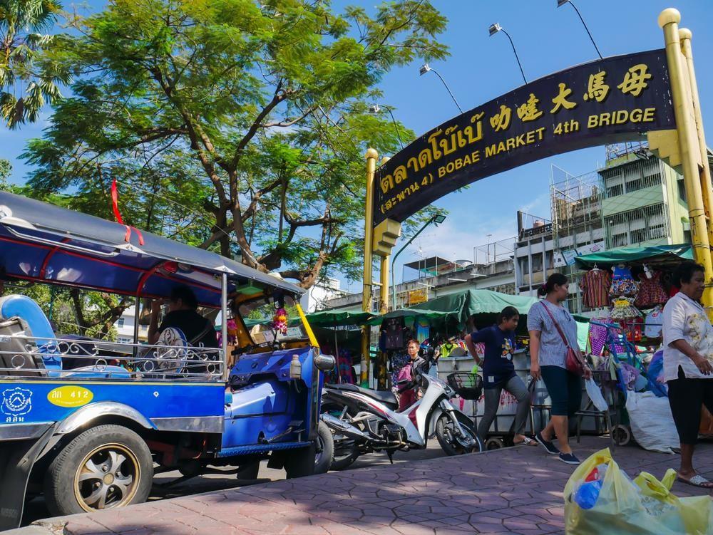 'Chợ kẻ cắp' và những khu mua sắm nổi tiếng ở Bangkok - Ảnh 4.