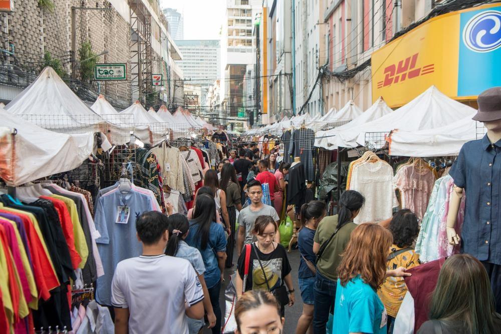 'Chợ kẻ cắp' và những khu mua sắm nổi tiếng ở Bangkok - Ảnh 6.