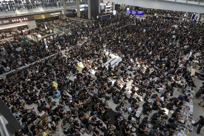 Bỏ túi những bí kíp 'vàng' sau đây nếu đã lên kế hoạch du hí Hồng Kông thời điểm biểu tình - Ảnh 2.