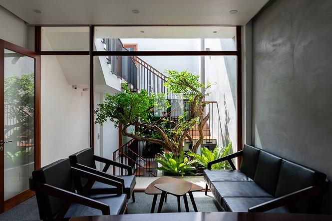 Vẻ đẹp 'gây nghiện' của căn nhà phố ở Sài Gòn - Ảnh 2.