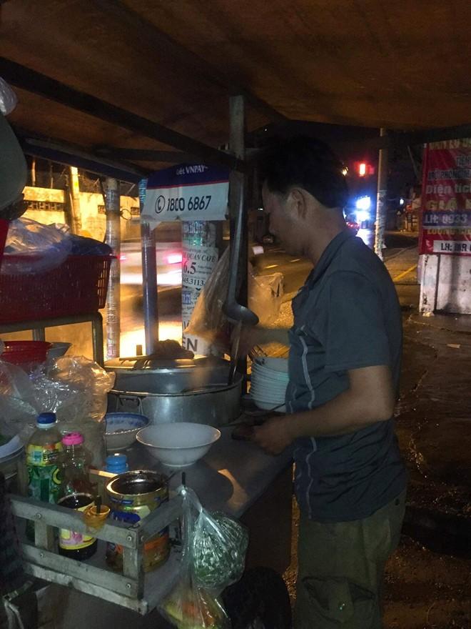 Nước mắt ly hương người Quảng Ngãi: Đêm Sài Gòn nỗi buồn 'giăng' bên xe hủ tiếu - Ảnh 4.