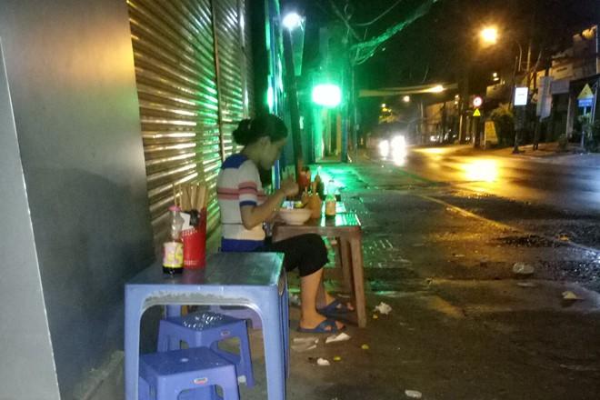 Nước mắt ly hương người Quảng Ngãi: Đêm Sài Gòn nỗi buồn 'giăng' bên xe hủ tiếu - Ảnh 5.