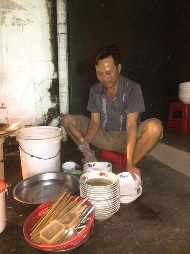 Nước mắt ly hương người Quảng Ngãi: Đêm Sài Gòn nỗi buồn 'giăng' bên xe hủ tiếu - Ảnh 6.