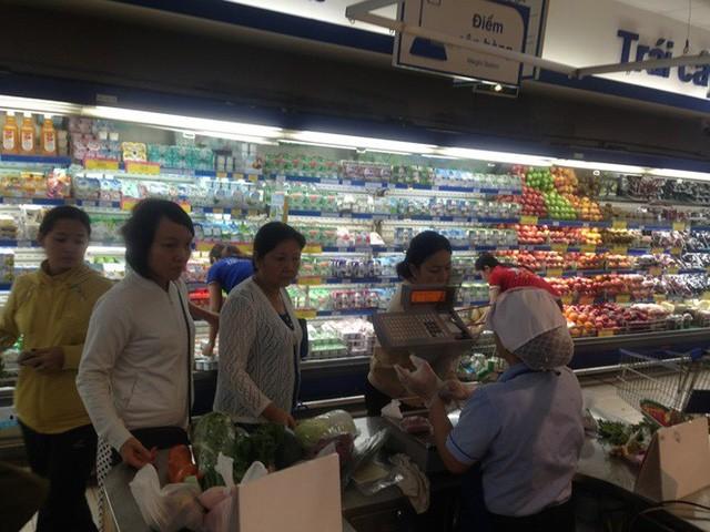 Ngày đầu nghỉ lễ 2/9: Siêu thị đông ngẹt, thực phẩm nhảy giá - Ảnh 6.