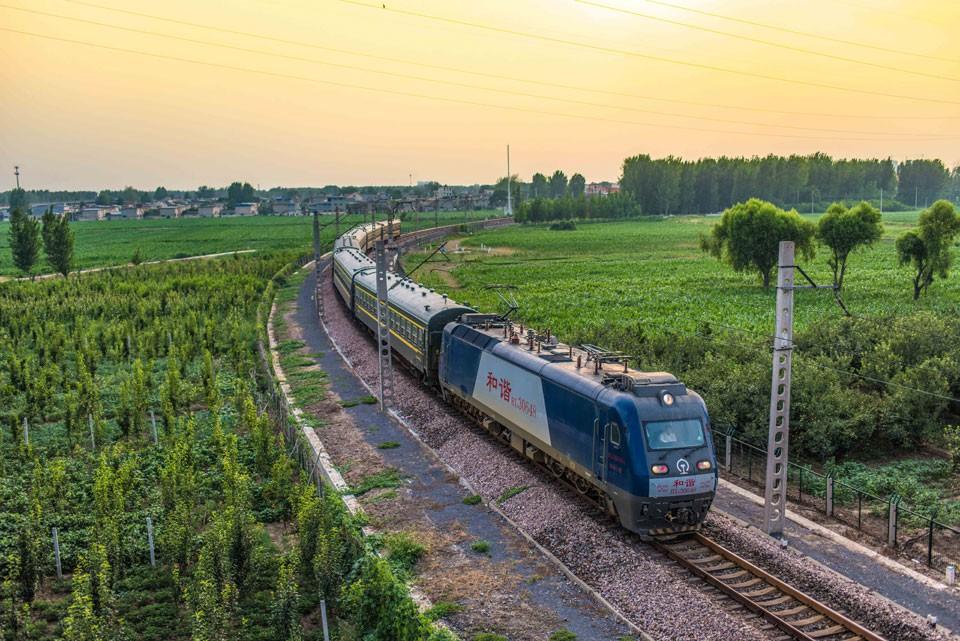 train-to-zhangjiajie