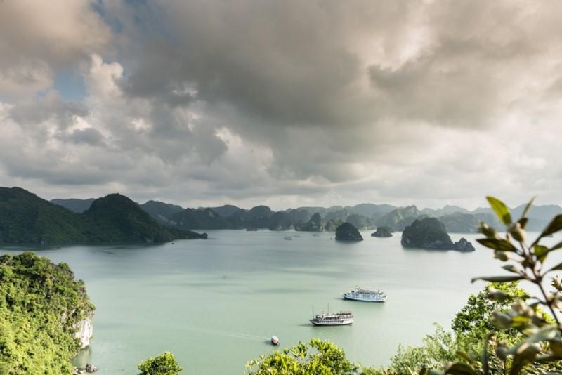 Tạm dừng hoạt động bãi tắm Soi Sim trên vịnh Hạ Long - Ảnh 2.