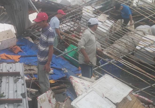 Hàng trăm căn nhà ở miền Tây bị ngập nước, sập và tốc mái do mưa lớn - Ảnh 2.
