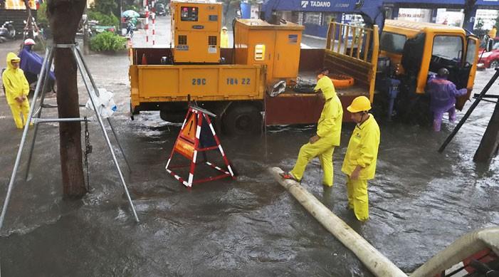 Úng ngập khu vực nội thành Hà Nội mùa mưa bão: Vẫn chưa hết nỗi lo - Ảnh 1.