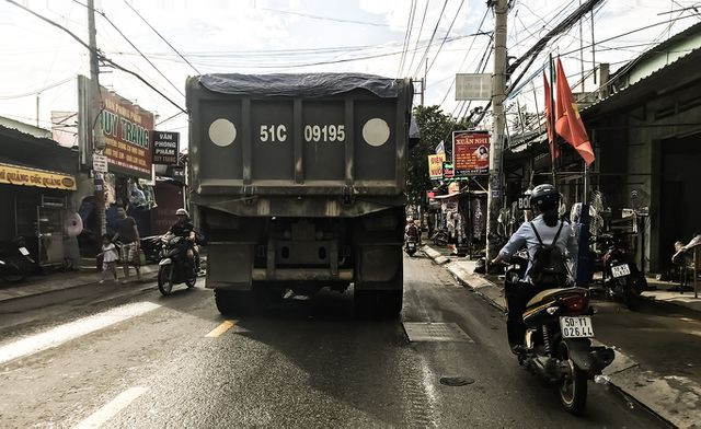 Con đường 'đau khổ' tại TP HCM: Lãnh đạo huyện chỉ đạo xử lí xe quá tải! - Ảnh 11.