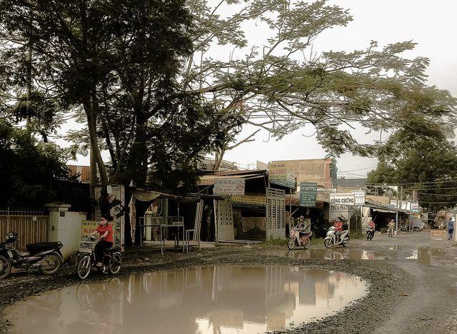 Con đường 'đau khổ' tại TP HCM: Lãnh đạo huyện chỉ đạo xử lí xe quá tải! - Ảnh 3.