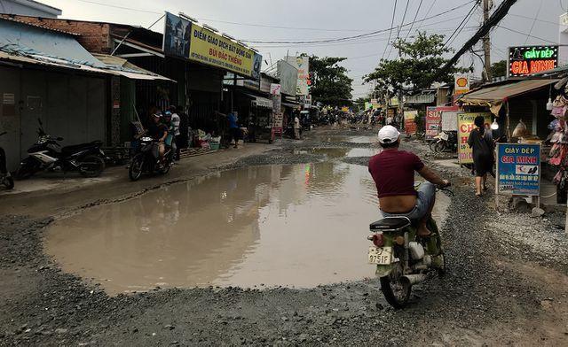 Con đường 'đau khổ' tại TP HCM: Lãnh đạo huyện chỉ đạo xử lí xe quá tải! - Ảnh 4.