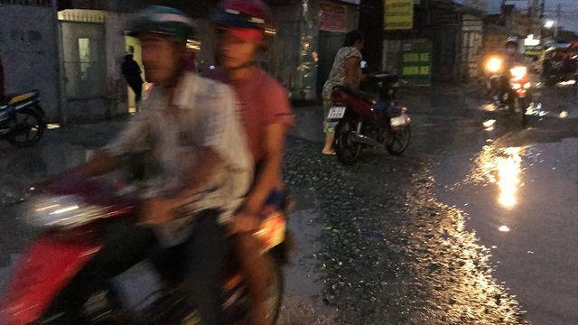 Con đường 'đau khổ' tại TP HCM: Lãnh đạo huyện chỉ đạo xử lí xe quá tải! - Ảnh 5.