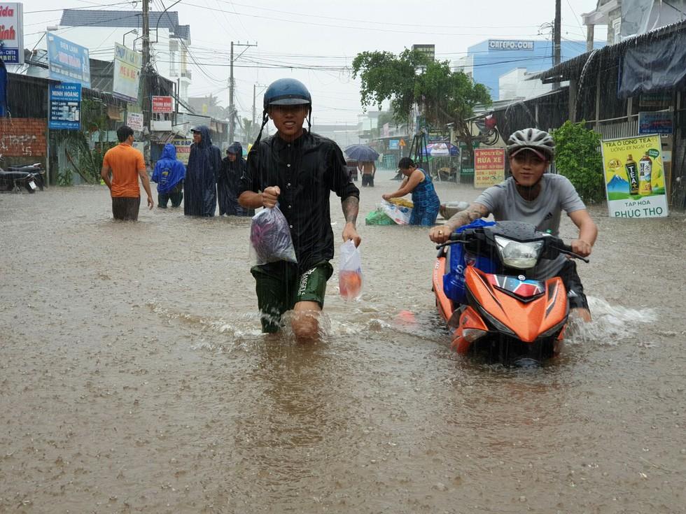 Hình ảnh đảo ngọc Phú Quốc thành đảo ngập chưa từng thấy - Ảnh 9.