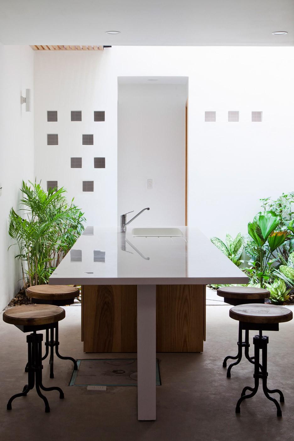 Townhouse-with-a-folding-up-shutter_Vietnam_MM-Architects_dezeen_936_8