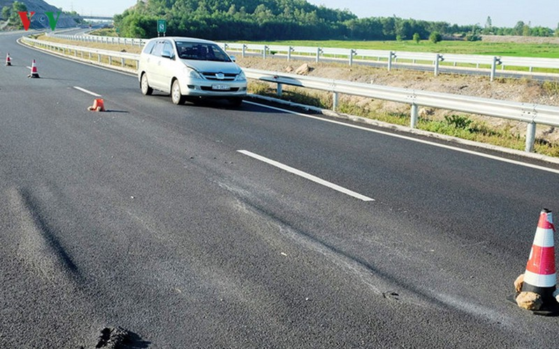 Cao tốc Đà Nẵng-Quảng Ngãi: Dự án chưa xong đã thu phí, dân 'kêu trời' - Ảnh 1.