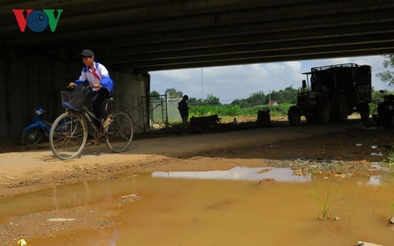 Cao tốc Đà Nẵng-Quảng Ngãi: Dự án chưa xong đã thu phí, dân 'kêu trời' - Ảnh 3.