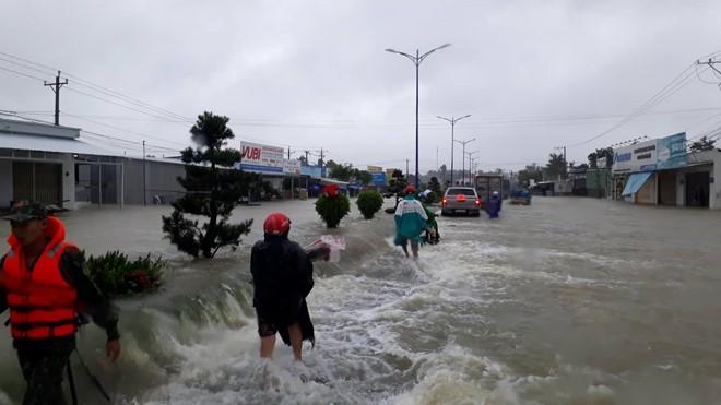 Phú Quốc ngập lịch sử: Bí thư huyện bác tin 'ngập gần như toàn bộ đảo' - Ảnh 1.