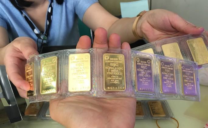 """Giá vàng SJC có """"nổi sóng"""" trở lại, tiến đến mốc 49,3 triệu đồng/lượng? - Ảnh 1."""