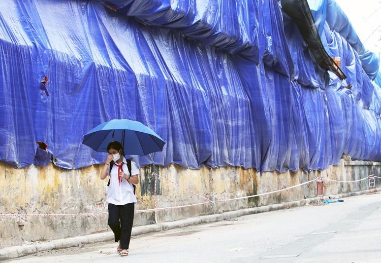 Người dân quanh nhà kho Rạng Đông tự sơ tán - Ảnh 2.