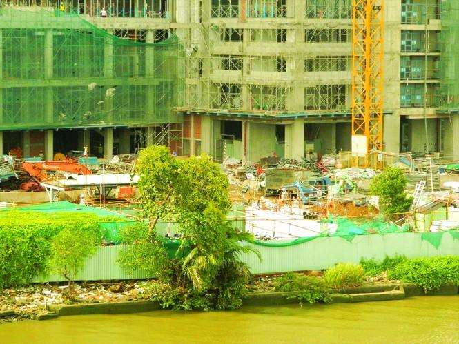 Thôn tính 'đất vàng' ven sông Sài Gòn: Tài sản chung biến thành của riêng - Ảnh 1.