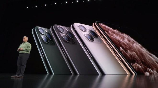 Ảnh chế hài hước, chê thậm tệ kiểu dáng iPhone mới - Ảnh 1.