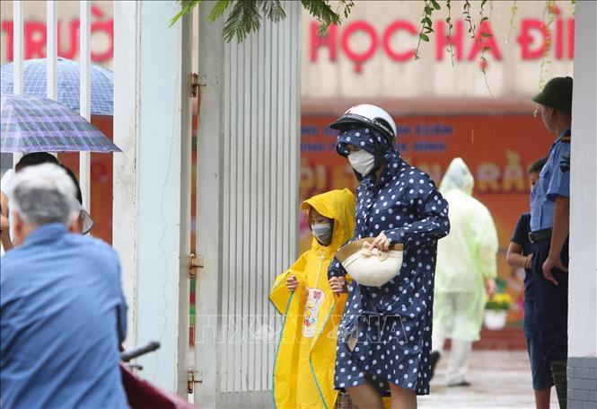 Khám sức khỏe miễn phí cho học sinh trong khu vực ảnh hưởng vụ cháy Công ty Rạng Đông - Ảnh 1.