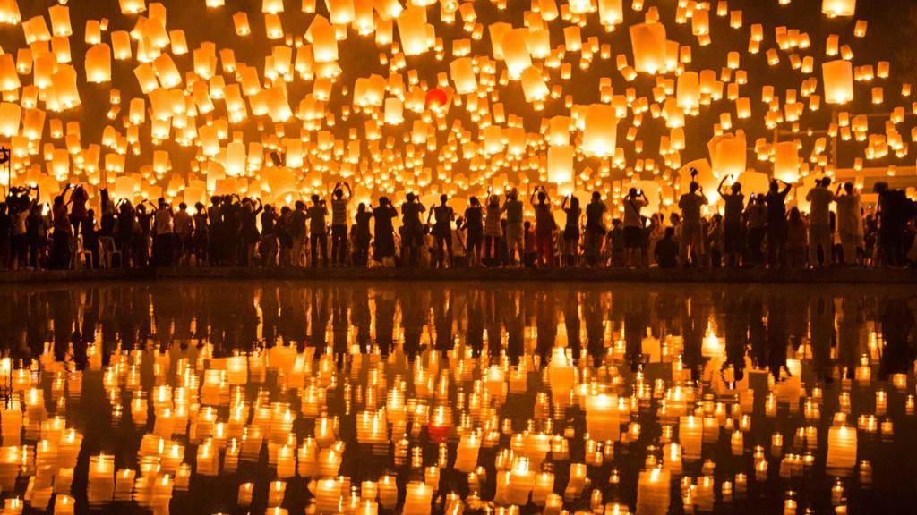 Tháng 11, Thái Lan hóa miền cổ tích trong lễ hội thả đèn trời - Ảnh 2.