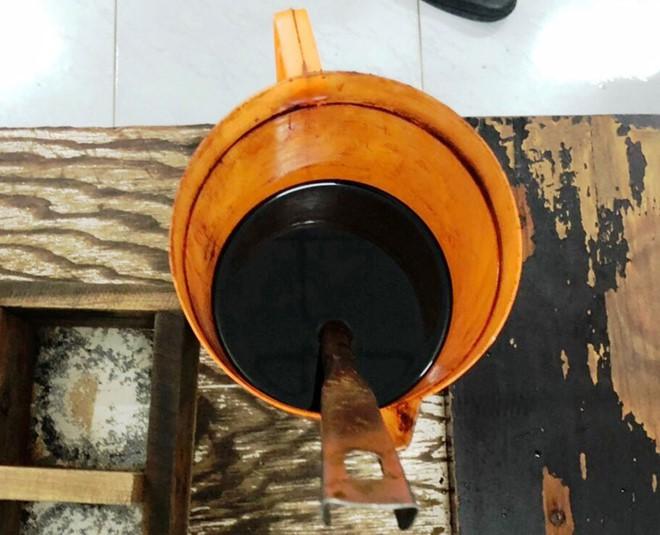 Lật tẩy đường dây sản xuất nước mắm bẩn đưa về TP HCM - Ảnh 2.