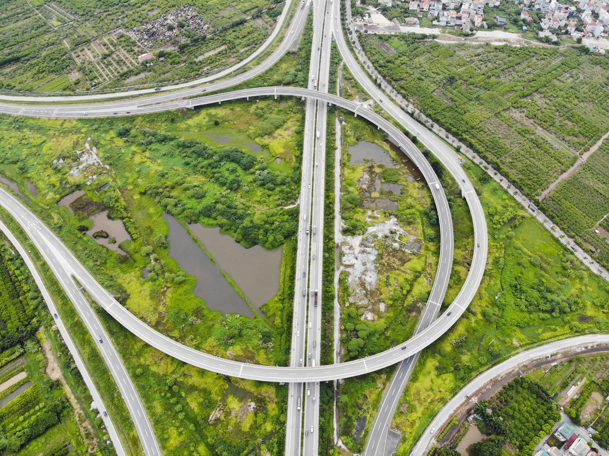 Những giao lộ khổng lồ thay đổi diện mạo cửa ngõ Thủ đô - Ảnh 2.