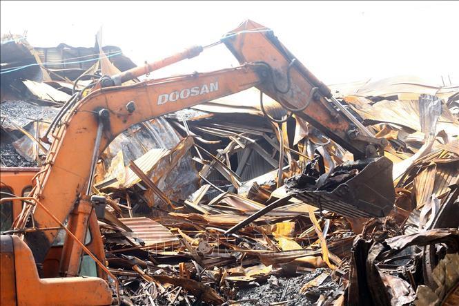 Chuyên gia môi trường - y tế cảnh báo về những thông tin thiếu căn cứ về vụ cháy công ty Rạng Đông - Ảnh 1.