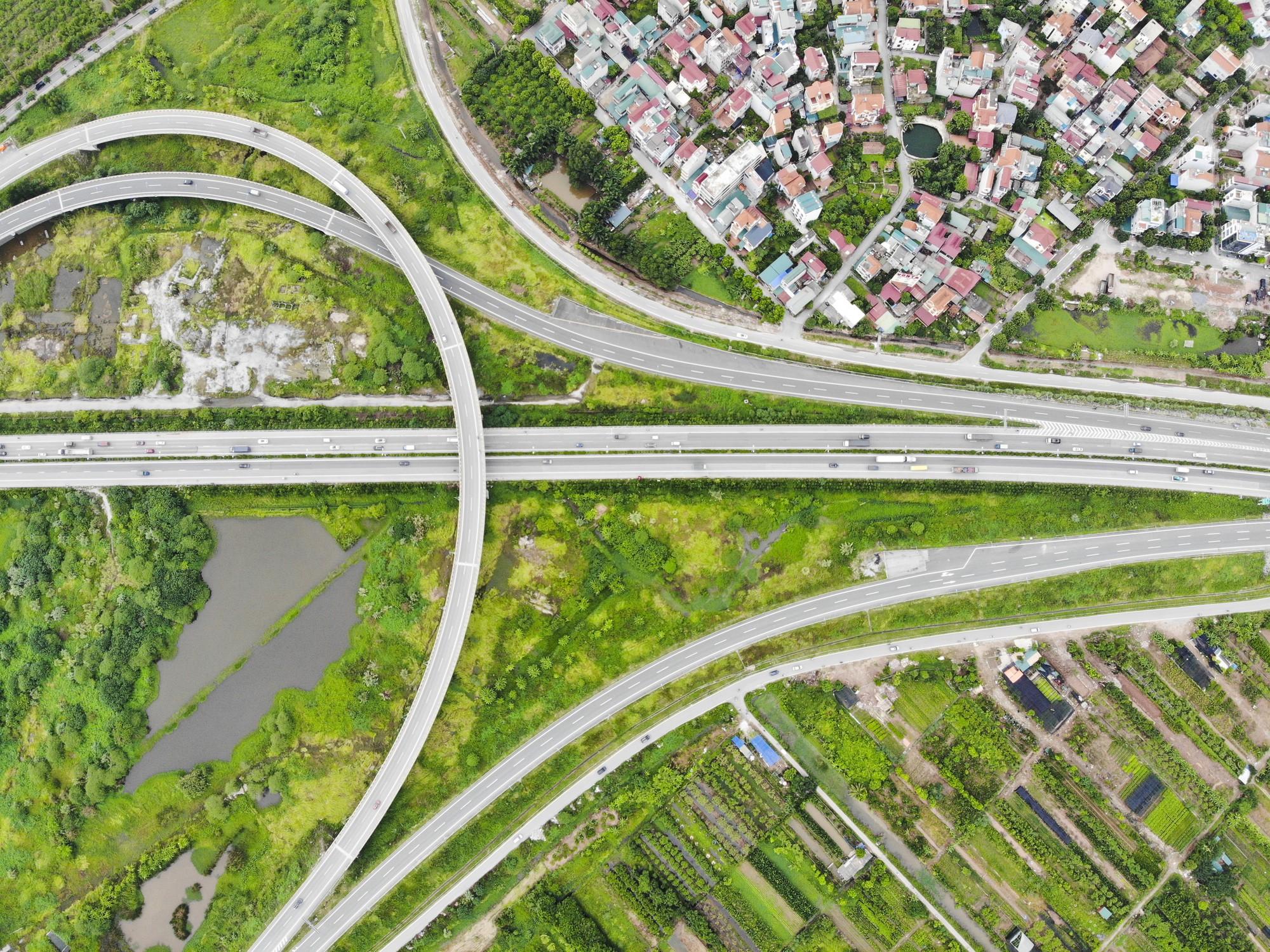 Những giao lộ khổng lồ thay đổi diện mạo cửa ngõ Thủ đô - Ảnh 3.