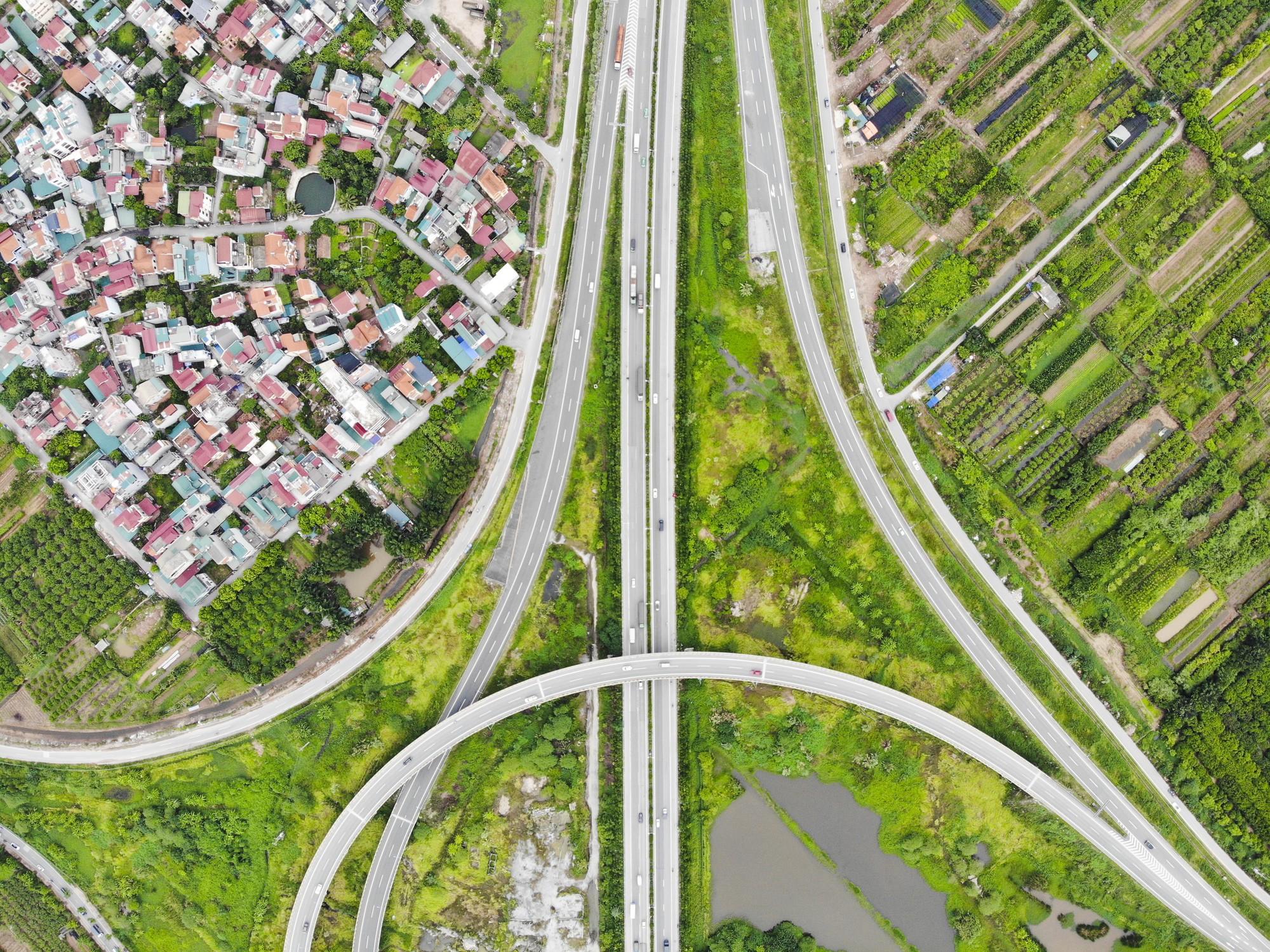 Những giao lộ khổng lồ thay đổi diện mạo cửa ngõ Thủ đô - Ảnh 4.