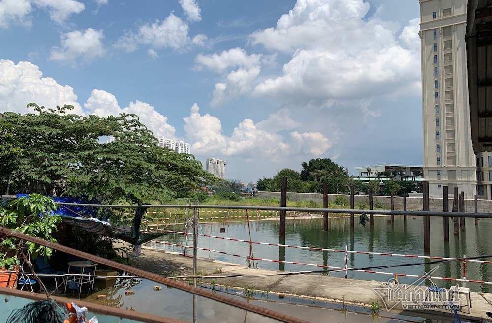 Cận cảnh hành lang bảo vệ sông Sài Gòn bị 'độc chiếm' - Ảnh 2.