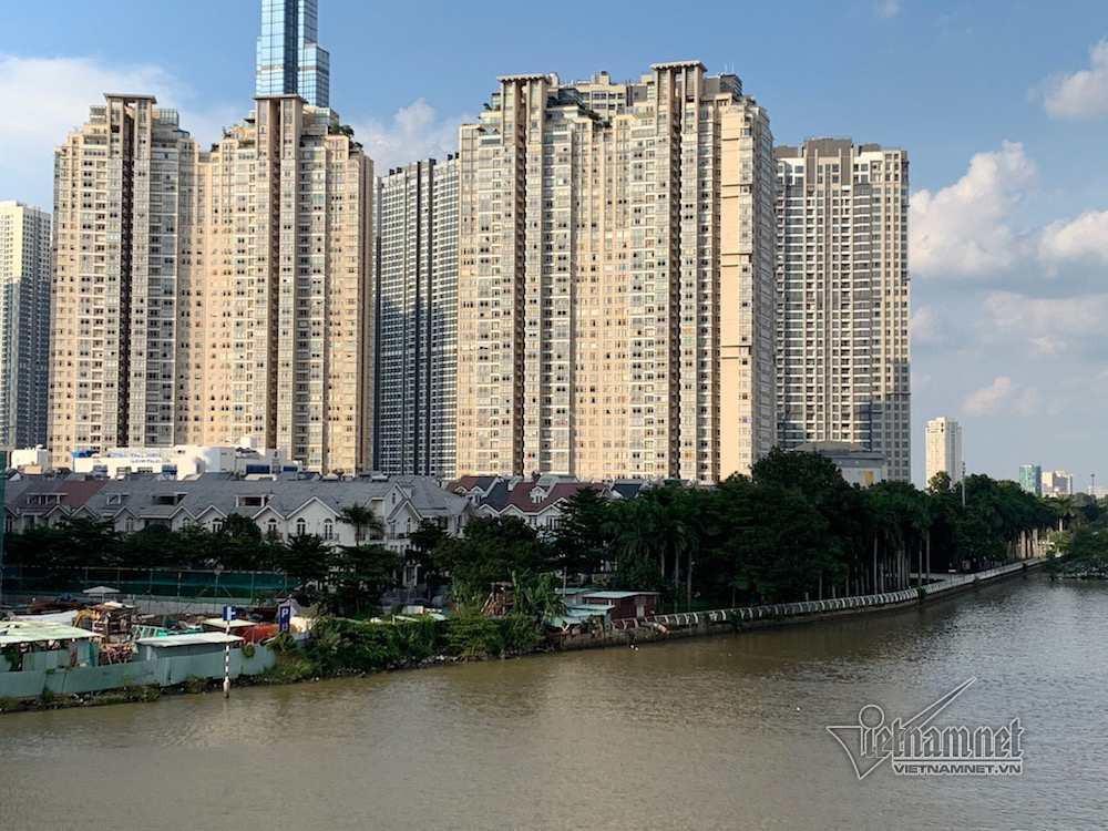 Cận cảnh hành lang bảo vệ sông Sài Gòn bị 'độc chiếm' - Ảnh 4.