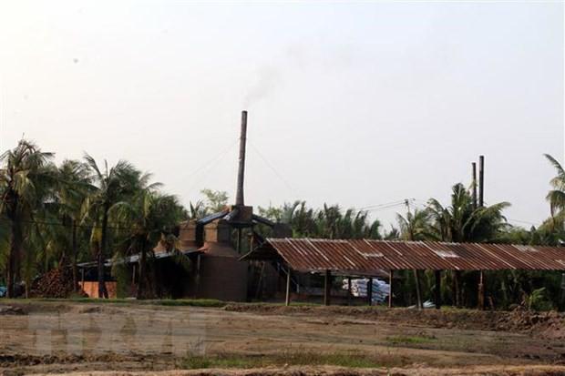Người dân Bến Tre bức xúc vì hàng trăm lò than gây ô nhiễm môi trường - Ảnh 1.