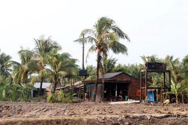 Người dân Bến Tre bức xúc vì hàng trăm lò than gây ô nhiễm môi trường - Ảnh 2.